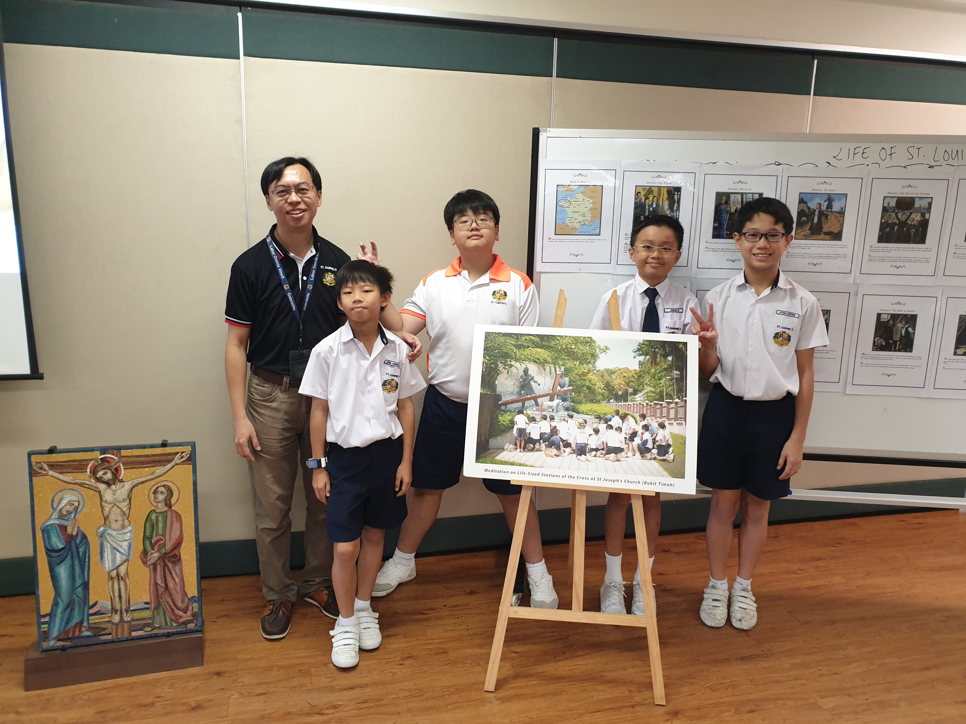 Mr Kong with Student Guides at Open House 2019.jpg