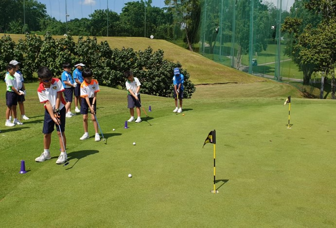 Course Play Practice - putting practice at Sembawang Country Club 1.jpg